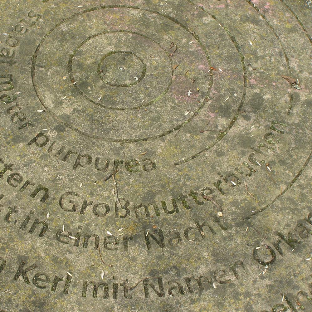 Mühlstein-mit-Inschrift